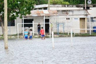 Entre mates, deporte y teatro: así viven la inundación al otro lado del río
