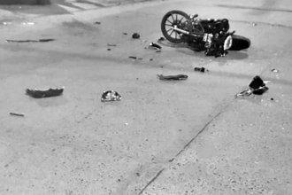 Viajaba en moto, sufrió un grave accidente y ahora lucha por seguir viviendo