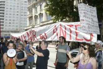 Ambientalistas se manifestaron en Uruguay contra la construcción del tren de Botnia