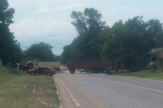 Un joven de 14 años falleció al colisionar en moto contra un camión y su acompañante está grave