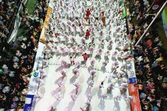 El corsódromo vibró al ritmo del samba, palpitando la previa del carnaval