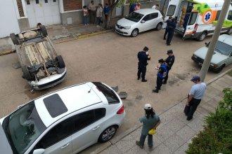 Auto protagonizó un increíble vuelco en pleno centro de Gualeguaychú