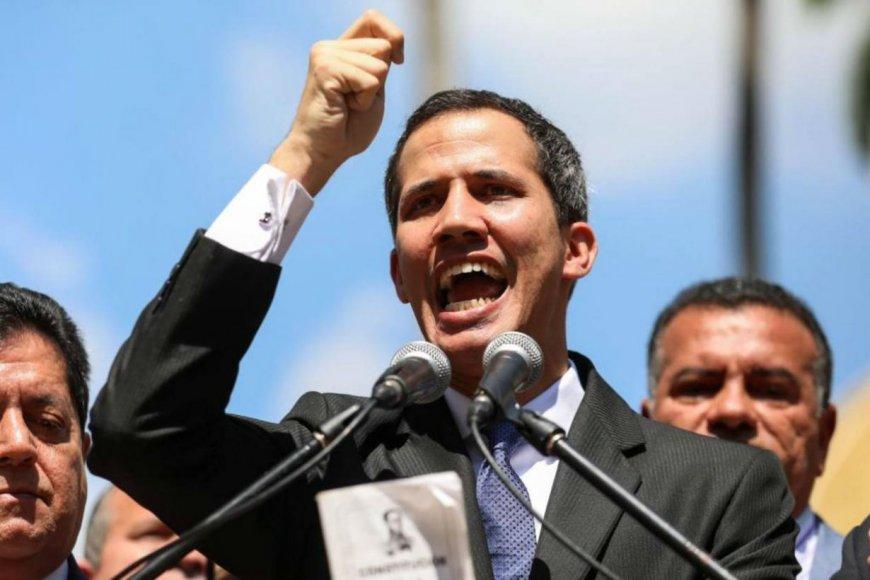 Guaidó, autoproclamo presidente.