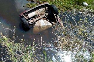 Joven de 19 años perdió la vida tras volcar con su auto y caer en un curso de agua