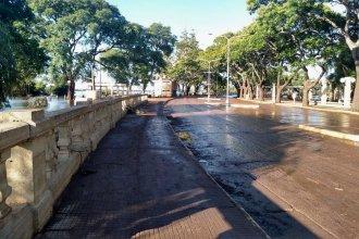 El río abandona la parte alta de la costanera, dejando una huella a su paso