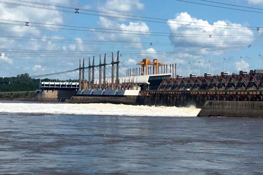 La represa sigue operando con vertederos abiertos.