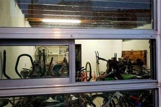 Aprovecharon un corte de luz para robar una bicicletería