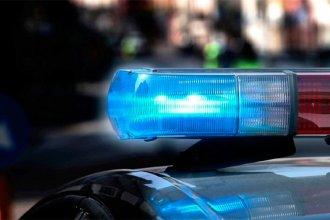 Escapó en su moto de un control policial, lo siguieron y chocó contra un auto