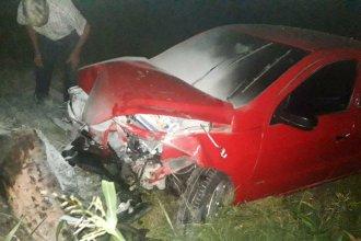 Un conductor terminó lesionado de gravedad tras chocar un árbol