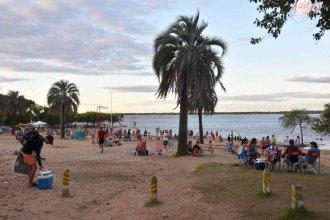 Baja el río y reaparece la playa en Colón, justo antes de la Fiesta de la Artesanía