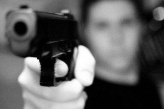 Alcohol, un arma y una denuncia por violación: una combinación que casi termina en tragedia