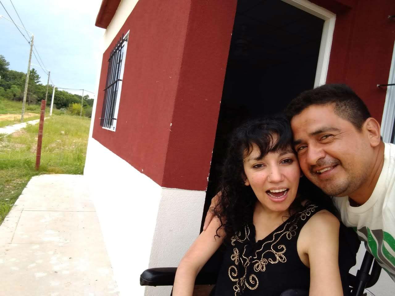 Cynthia y Claudio, felices en su nueva casa.