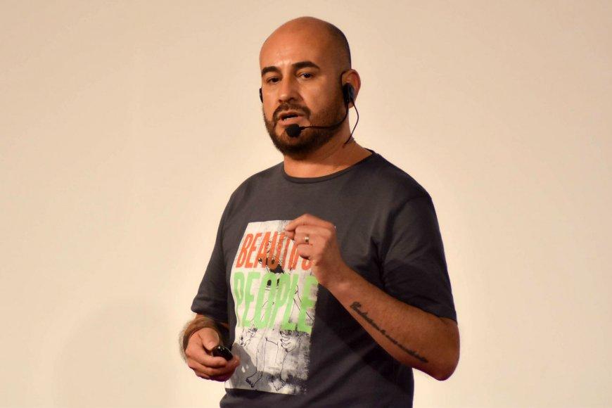 Adrián Barreto, en el evento TEDx de Concordia.