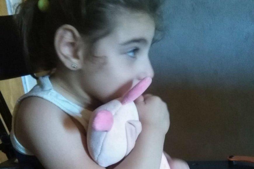 Morena tiene 4 años y un tratamiento por delante.