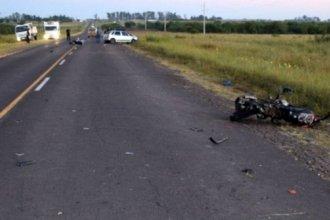 Dos hermanos adolescentes murieron tras ser chocados por un auto en la ruta