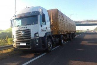 Robaban mercadería de camiones, a metros del puesto de control de Gendarmería