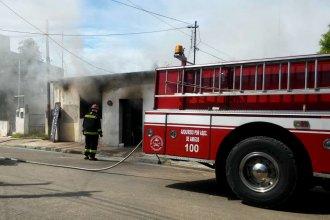 """Arde en llamas Radio Manthra, FM ubicada en inmediaciones del hospital """"Felipe Heras"""""""