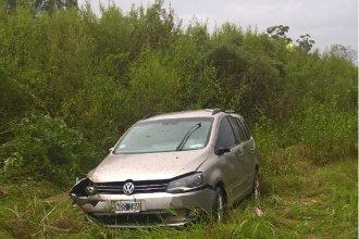 Un auto despistó en la Autovía Artigas y sus ocupantes fueron hospitalizados