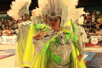 El detrás de escena del frente de comparsa que emociona al público del Carnaval de Concordia