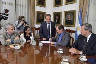 Firmaron contratos por más de 100 millones de pesos para cuatro obras en la provincia