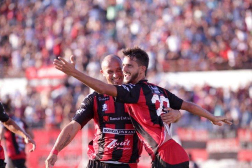 Bravo celebra su gol, en 10 del segundo tiempo.