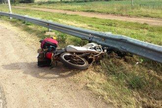 Viajaba en moto a Misiones, despistó y terminó en el hospital con heridas graves
