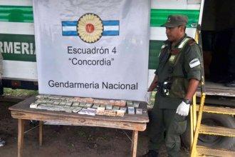 Mochila millonaria: Viajaba en colectivo con fajos de pesos, dólares y euros