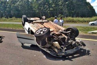Mujer fue trasladada en grave estado, tras nuevo vuelco en la Autovía Artigas