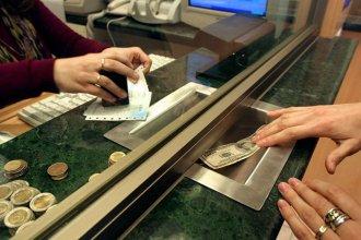 El Banco Central difundió un listado de las personas que compraron más de 10.000 dólares