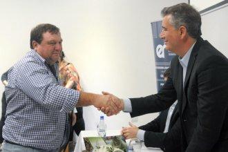 Etchevehere entregó en Entre Ríos fondos para agricultores familiares