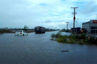Cayeron más de 200 milímetros en pocas horas y las calles de Villa Elisa se cubrieron de agua