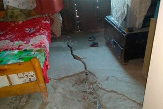 El suelo se volvió a agrietar y temen ser aplastados por las paredes
