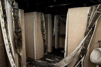 Vándalos habrían incendiado un complejo de baños en la costanera de Concordia