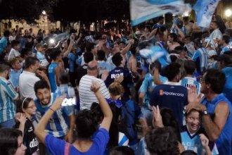 Racing campeón: Las plazas entrerrianas se vistieron de celeste y blanco
