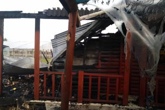 Los propietarios del comercio de productos regionales incendiado sostienen que fue intencional