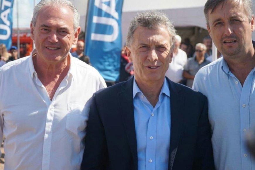 Macri rodeado por la fórmula de Cambiemos.