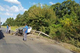 Un hombre murió luego de que el auto impactara contra las barandas de un puente en la ruta 20