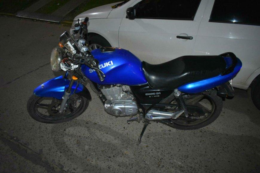 La moto y el auto que chocaron en Chajarí.
