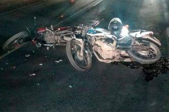 Dos motocicletas colisionaron en San Salvador y uno de los conductores sufrió graves lesiones