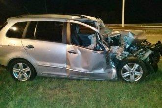Una mujer chocó de atrás a una camioneta en la Autovía Artigas y está grave