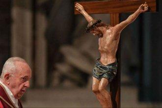 """Por los inmigrantes y los hambrientos, Francisco llamó a ver """"todas las cruces del mundo"""""""