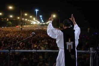 """Más de 350 mil personas en el Vía Crucis del Padre Ignacio: """"La obra social de Dios nunca para"""""""