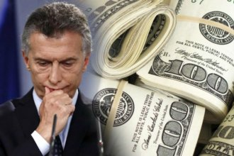 """""""La Argentina está al borde"""": el dólar supera los $46 y el riesgo país pasó los 1000 puntos"""