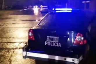 Múltiples allanamientos bajo la lluvia: Hay detenidos y secuestraron 150 dosis de cocaína
