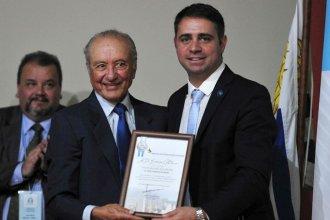 """Aunque no vive allí, el hermano de Menem fue declarado """"ciudadano ilustre"""" en una localidad entrerriana"""