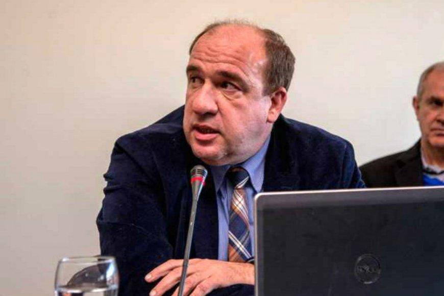 Vitor es diputado y va por la reeleción.