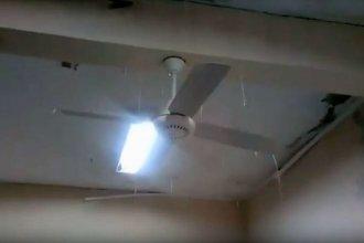 Así llueve en la sala de informática de una escuela del norte entrerriano