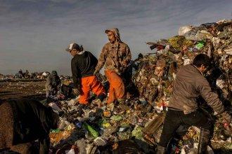 """The New York Times fotografió a familias que viven de la basura en Paraná para mostrar la """"crisis argentina"""""""
