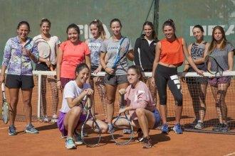 Jóvenes deportistas se unieron para reclamar más oportunidades para el tenis femenino