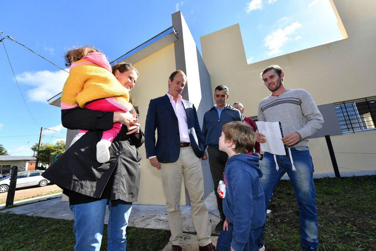 6 viviendas inauguró hoy el gobernador.